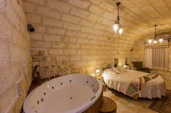 Honeymoon Suite Caves